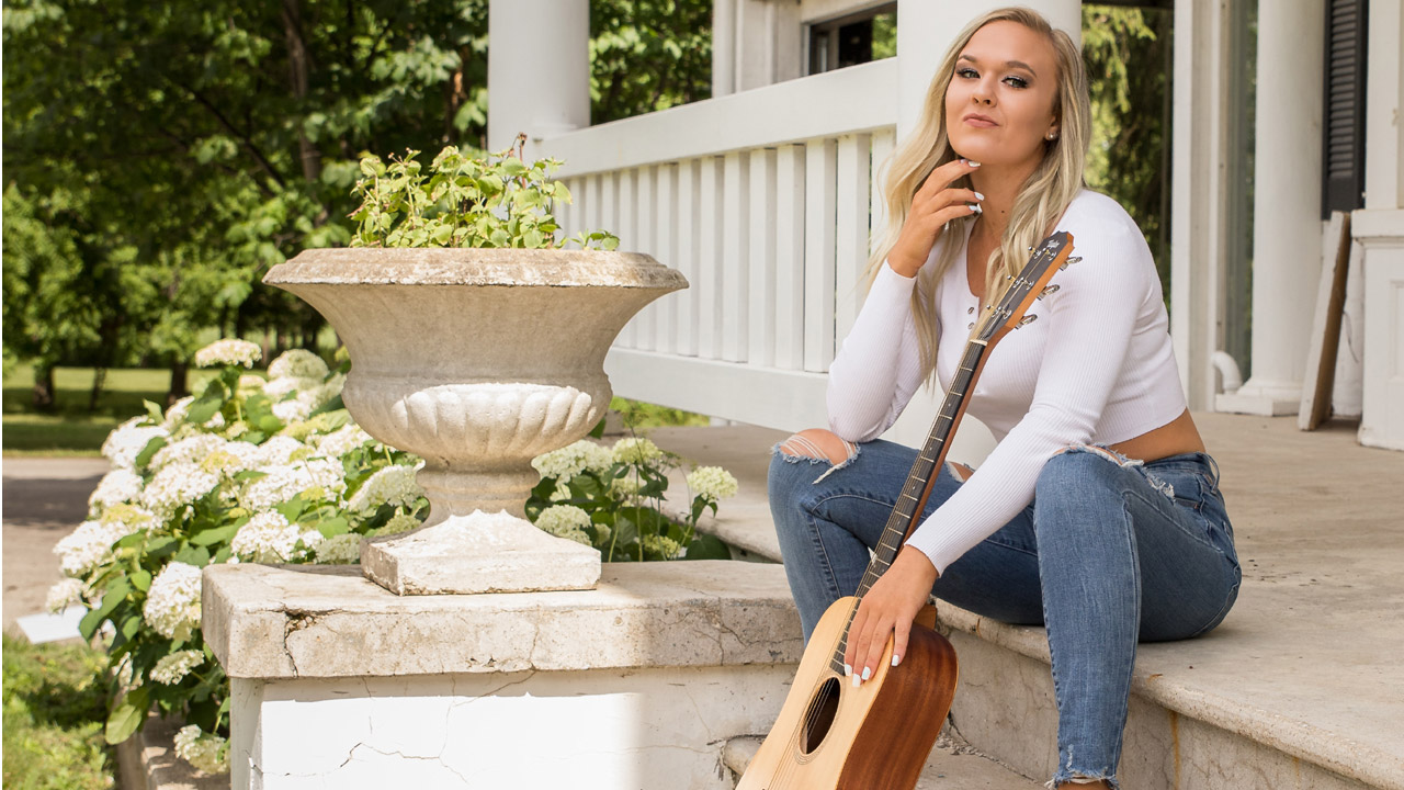 Acoustic Afternoon: Maddy McKenzie